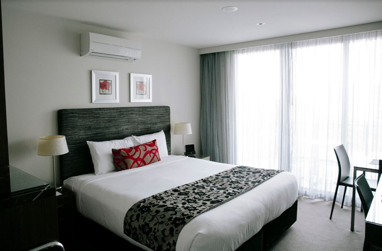 An image of a guests room at the Aria hotel on Dooring Street