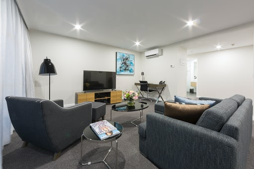 A picture of the lounge room at the Avenue Hotel in Braddon