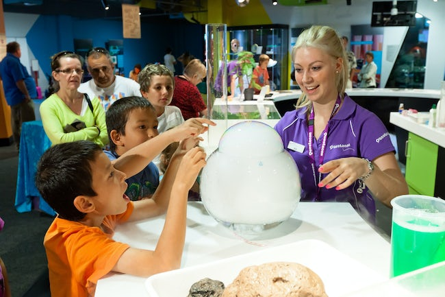 An image of kids enjoying the science display at Questacon, an attraction close to the Pavilion Hotel