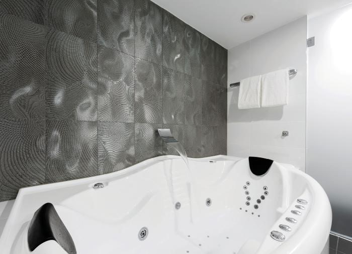 Picture of the modern spa baths in the capital hotel group suites