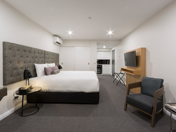 canberra serviced apartments at avenue hotel