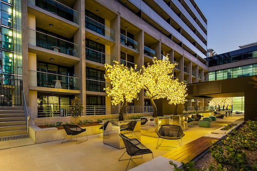 Evening picture of the stylish courtyard at Avenue Hotel