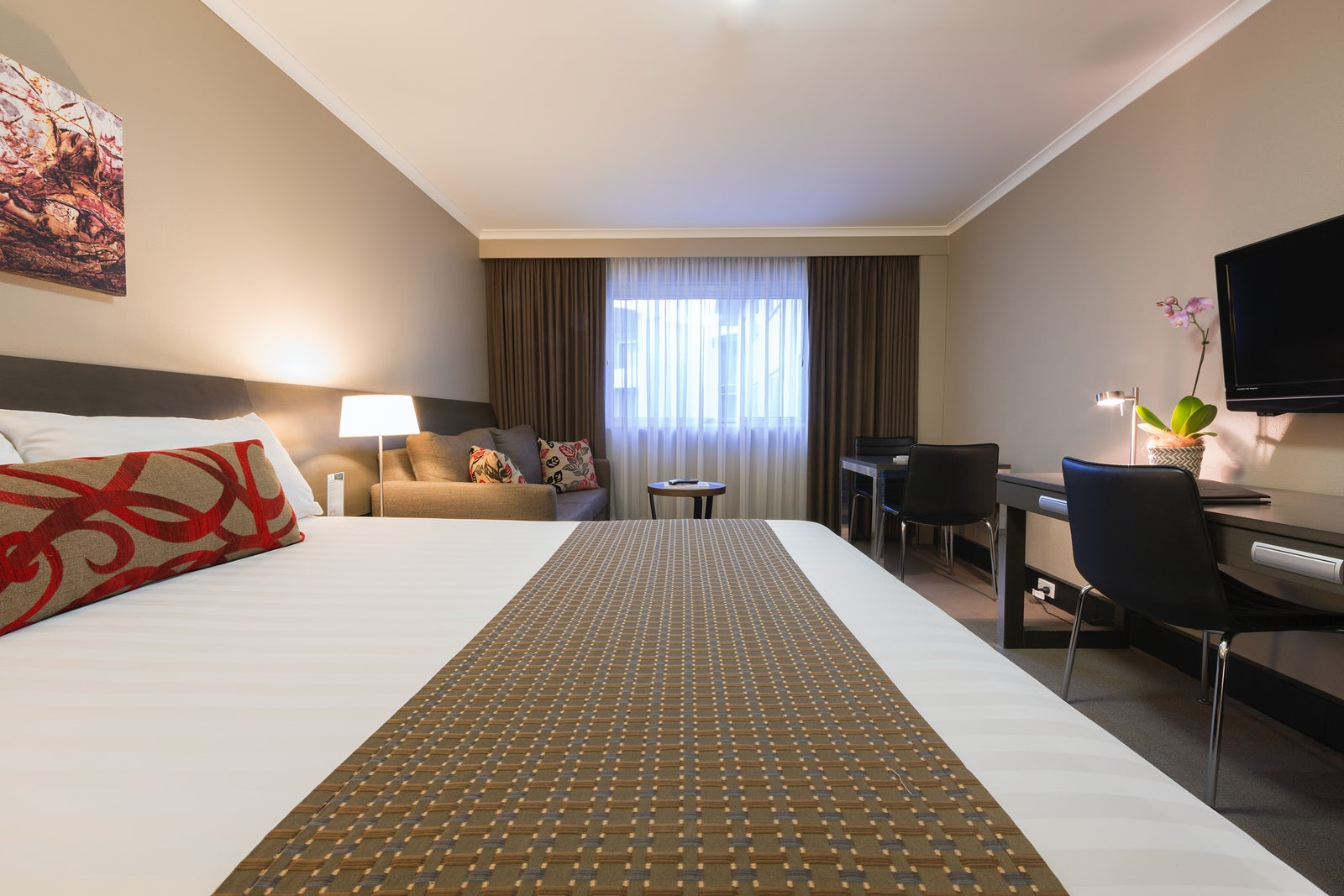 deluxe hotel room pavilion on northbourne. Black Bedroom Furniture Sets. Home Design Ideas