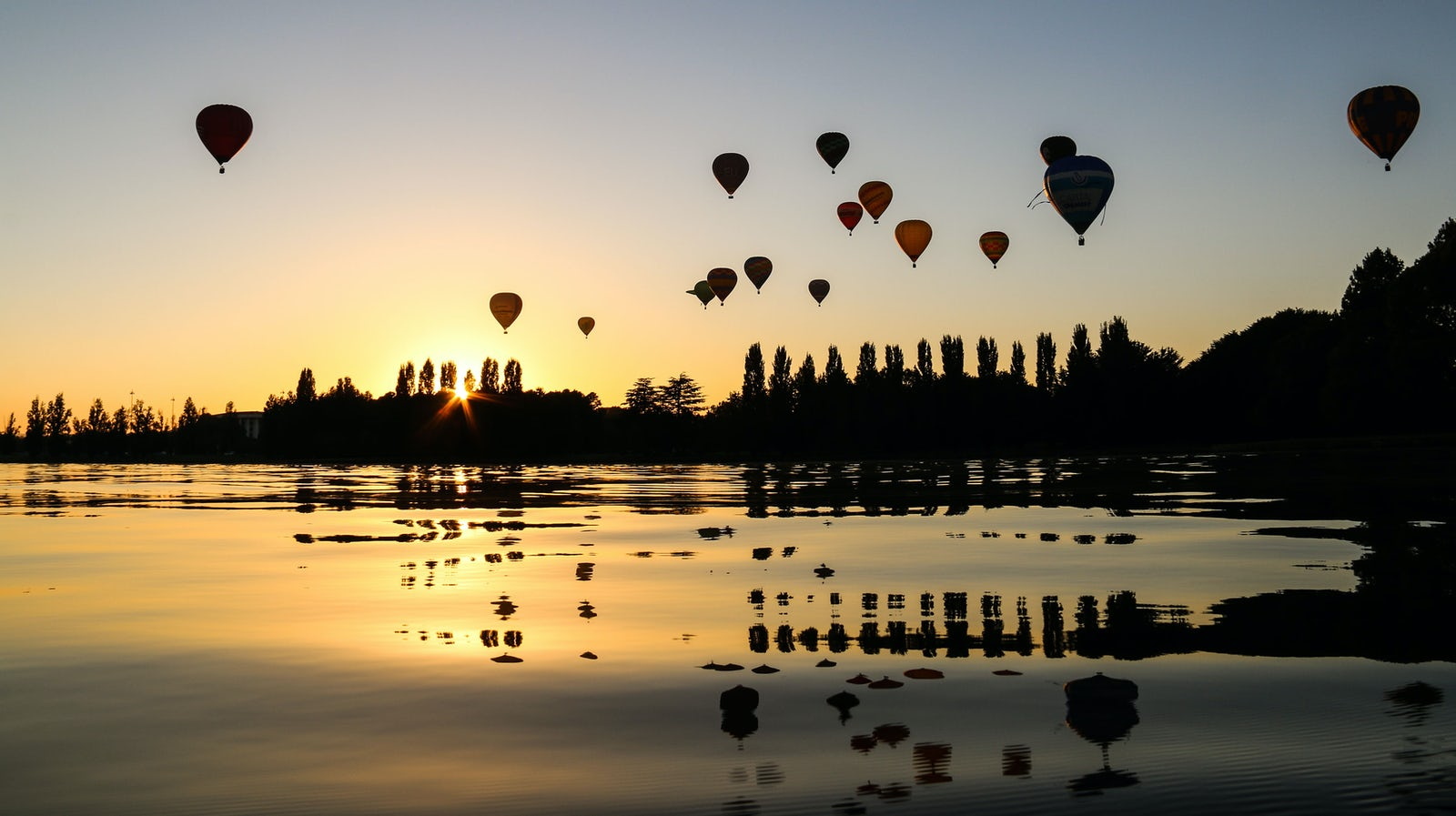 Hot Air Balloon of Lake Burley Griffin